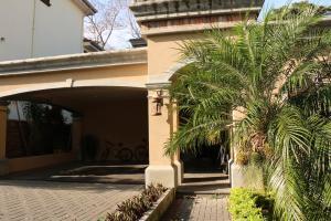 Casa En Alquileren Guachipelin, Escazu, Costa Rica, CR RAH: 17-159