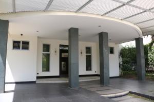 Casa En Alquiler En Santa Ana, Santa Ana, Costa Rica, CR RAH: 17-163