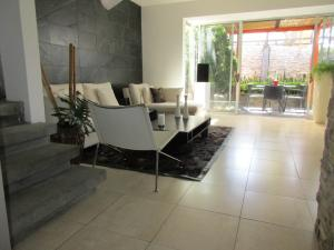 Casa En Alquiler En Santa Ana, Santa Ana, Costa Rica, CR RAH: 17-165