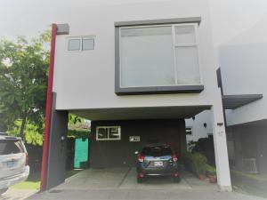 Casa En Alquiler En Escazu, Escazu, Costa Rica, CR RAH: 17-185