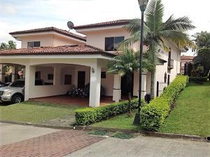 Casa En Venta En Escazu, Escazu, Costa Rica, CR RAH: 17-197