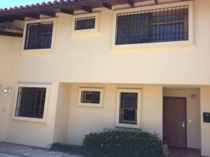 Casa En Alquiler En Laureles, Escazu, Costa Rica, CR RAH: 17-227