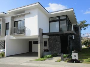 Casa En Venta En Laureles, Escazu, Costa Rica, CR RAH: 17-225