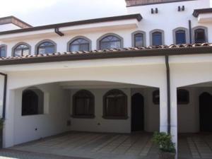 Casa En Alquiler En Guachipelin, Escazu, Costa Rica, CR RAH: 17-238