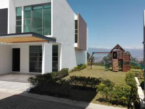 Casa En Venta En San Antonio, Escazu, Costa Rica, CR RAH: 17-241