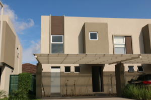 Casa En Venta En Santa Ana, Santa Ana, Costa Rica, CR RAH: 17-252