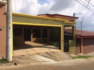 Casa En Venta En Barva De Heredia, Barva, Costa Rica, CR RAH: 17-260