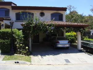 Casa En Alquiler En Escazu, Escazu, Costa Rica, CR RAH: 17-308