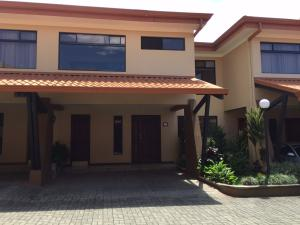Casa En Alquiler En Sanchez, Curridabat, Costa Rica, CR RAH: 17-346