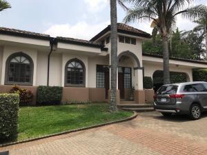 Casa En Alquileren Guachipelin, Escazu, Costa Rica, CR RAH: 17-355