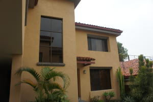 Casa En Venta En Laureles, Escazu, Costa Rica, CR RAH: 17-360