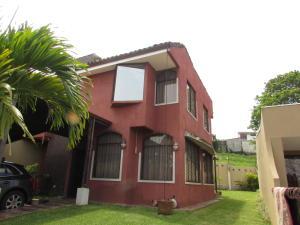 Casa En Venta En Sabanilla, Montes De Oca, Costa Rica, CR RAH: 17-384