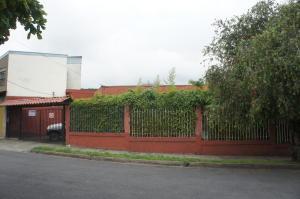 Casa En Venta En Montes De Oca, Montes De Oca, Costa Rica, CR RAH: 17-389