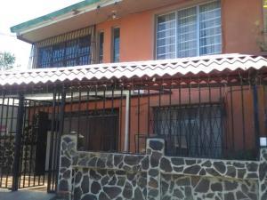 Casa En Venta En Montes De Oca, Montes De Oca, Costa Rica, CR RAH: 17-390