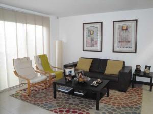 Casa En Alquiler En Santa Ana, Santa Ana, Costa Rica, CR RAH: 17-400