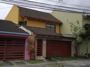 Casa En Venta En Curridabat, Curridabat, Costa Rica, CR RAH: 17-404
