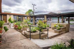 Apartamento En Venta En Granadilla, Curridabat, Costa Rica, CR RAH: 17-409