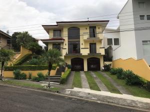 Casa En Venta En Granadilla, Montes De Oca, Costa Rica, CR RAH: 17-413