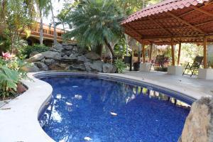 Apartamento En Alquiler En Santa Ana, Santa Ana, Costa Rica, CR RAH: 17-419
