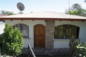Casa En Venta En Atenas, Atenas, Costa Rica, CR RAH: 17-426