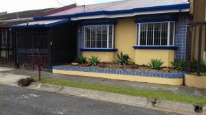 Casa En Alquiler En La Uruca, San Jose, Costa Rica, CR RAH: 17-431