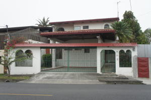 Casa En Venta En Laureles, Escazu, Costa Rica, CR RAH: 17-437