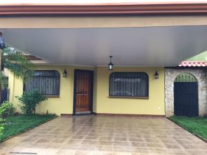 Casa En Alquiler En Barva De Heredia, Barva, Costa Rica, CR RAH: 17-444