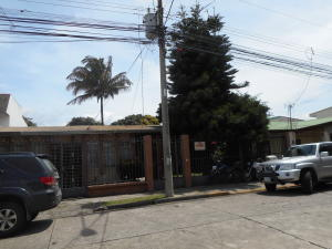 Casa En Venta En Curridabat, Curridabat, Costa Rica, CR RAH: 17-446