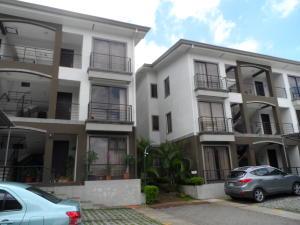 Apartamento En Alquiler En Belen, Belen, Costa Rica, CR RAH: 17-453