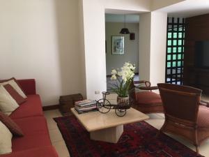Casa En Venta En Laureles, Escazu, Costa Rica, CR RAH: 17-504