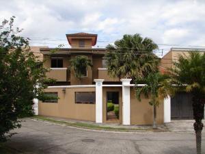 Casa En Ventaen Pozos, Santa Ana, Costa Rica, CR RAH: 17-546