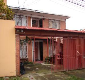 Apartamento En Alquiler En Santa Marta, Montes De Oca, Costa Rica, CR RAH: 17-564