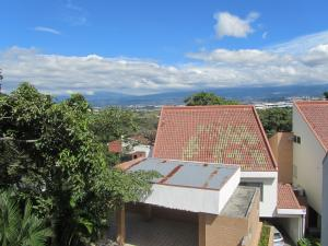 Casa En Alquiler En Guachipelin, Escazu, Costa Rica, CR RAH: 17-617