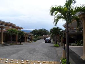 Casa En Alquiler En Guachipelin, Escazu, Costa Rica, CR RAH: 17-623