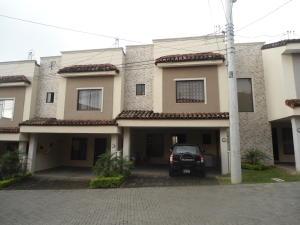Casa En Venta En Ciudad Colon, Mora, Costa Rica, CR RAH: 17-635