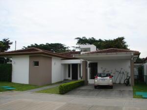Casa En Ventaen Pozos, Santa Ana, Costa Rica, CR RAH: 17-644