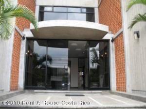Apartamento En Alquileren Rohrmoser, San Jose, Costa Rica, CR RAH: 17-647