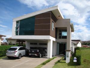 Casa En Venta En Heredia, Heredia, Costa Rica, CR RAH: 17-662