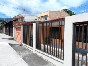Casa En Alquiler En Santa Ana, Santa Ana, Costa Rica, CR RAH: 17-663