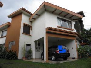 Casa En Venta En San Jose, Curridabat, Costa Rica, CR RAH: 17-685