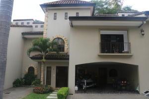 Casa En Venta En Laureles, Escazu, Costa Rica, CR RAH: 17-708
