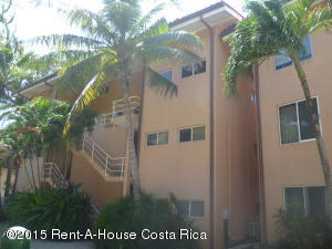 Apartamento En Ventaen Playa Langosta, Santa Cruz, Costa Rica, CR RAH: 17-774