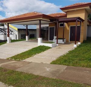 Casa En Venta En La Guacima, Alajuela, Costa Rica, CR RAH: 17-915