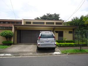 Casa En Venta En Escazu, Escazu, Costa Rica, CR RAH: 17-927