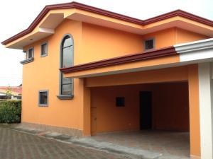 Casa En Alquiler En Pozos, Santa Ana, Costa Rica, CR RAH: 17-933