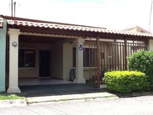 Casa En Alquiler En Alajuela, Alajuela, Costa Rica, CR RAH: 17-935