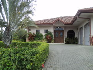 Casa En Ventaen Santa Ana, Santa Ana, Costa Rica, CR RAH: 17-941