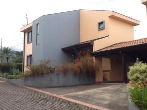 Casa En Venta En Santa Ana, Santa Ana, Costa Rica, CR RAH: 17-946