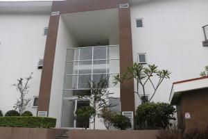 Apartamento En Ventaen Santa Ana, Santa Ana, Costa Rica, CR RAH: 17-1006