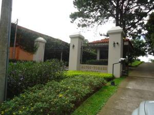 Casa En Ventaen Escazu, Escazu, Costa Rica, CR RAH: 17-1008